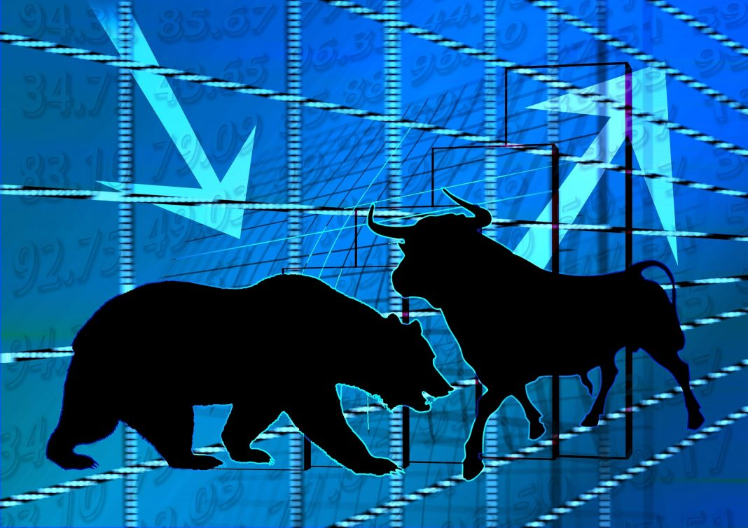 a bull and a bear representing contrasting market movements