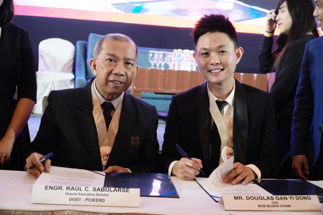 Raul C. Sabularse, deputy executive director at DOST - PCIEETRD, left, and Douglas Gan Yi Dong, CEO of BCB Blockchain, right