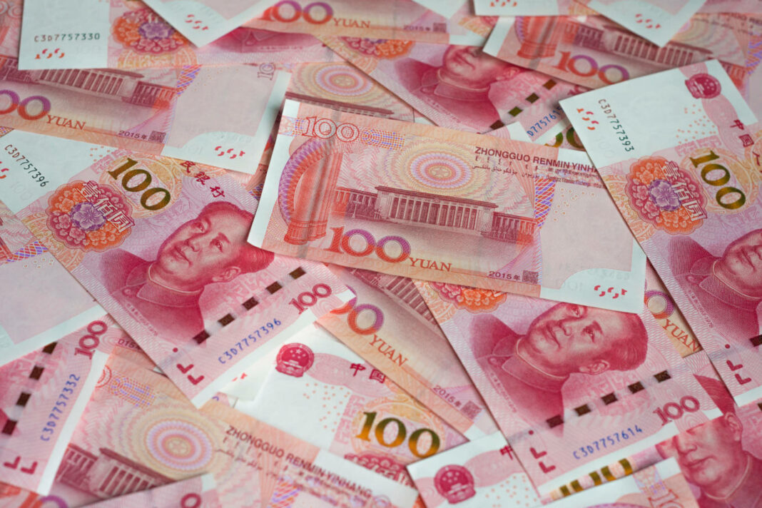 One hundred Chinese yuan notes