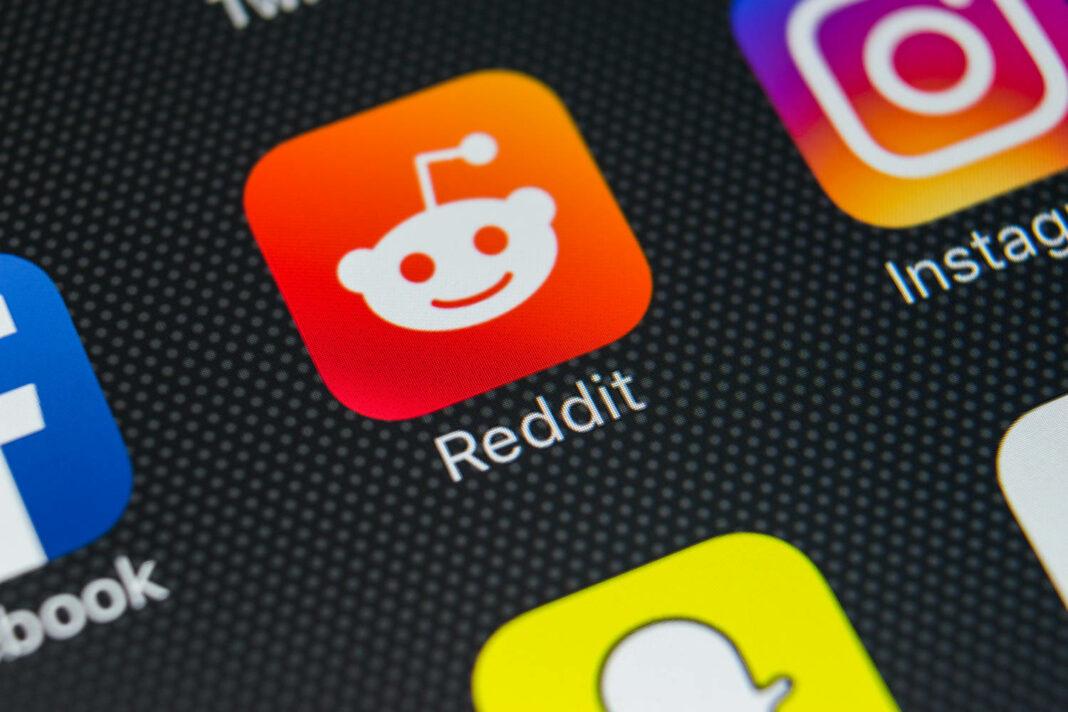 Reddit application icon on Apple iPhone X