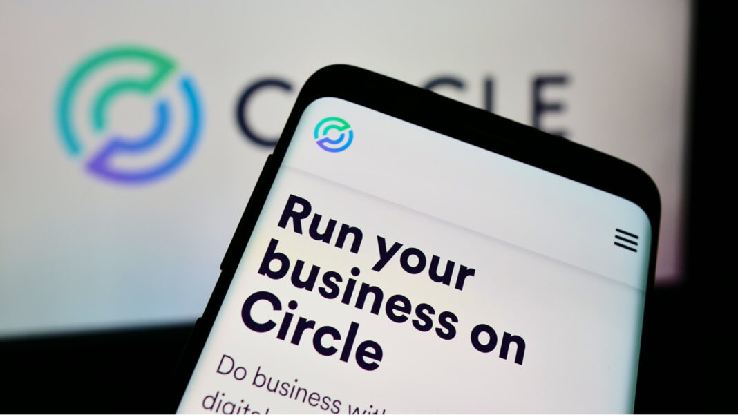 Mobile phone with website of US payment company Circle